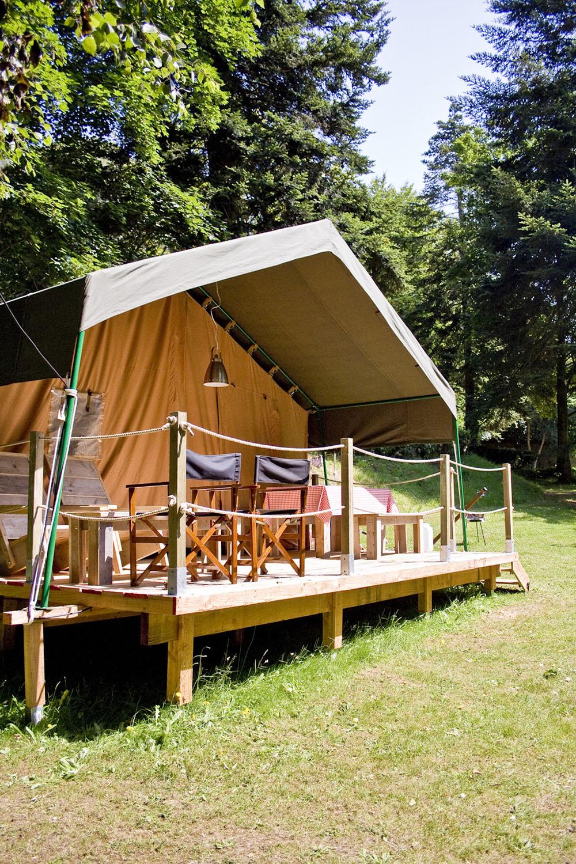 tentes safari pour 2 5 personnes domaine de keravel. Black Bedroom Furniture Sets. Home Design Ideas